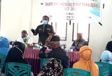 Photo of Serahkan BLT-DD, Ridwan Yasin Apresiasi Kinerja Pemdes Desa Bulalo