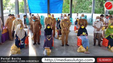 Penyerahan bantuan bersubsidi oleh Pemprov Gorontalo