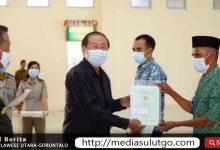 Photo of 818 Sertipikat Tanah Dibagikan Kepada Warga, Ini Imbauan Ketua DPRD Bolmut